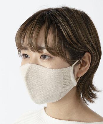 紐部分は伸縮性があり、快適な着け心地。マスクの一部がメッシュ加工になっているので、通気性が良く夏にぴったりです!