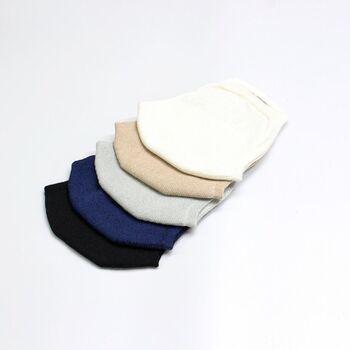 こちらは靴下工場が作ったニットマスク。カラーは5種類あるので、色違いで使っても良いですね。軽いので楽に着けられます。洗ってもすぐに乾くので、お手入れも楽々♪