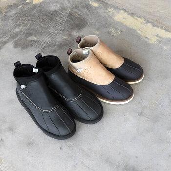 タウンユースにも使えるおしゃれなデザインのブーツ。クラシカルなアウトドアブーツのようなシルエットが素敵ですね。防臭・防水性能もあり、庭仕事にももちろんつかえます。