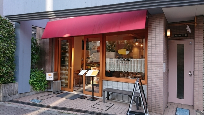 食パン専門店として大人気の「ペリカン」が直営する「ペリカンカフェ」。浅草駅からは徒歩約8分、可愛らしいペリカンのマークが目印です。ランチ以外にモーニングやティータイムの利用もおすすめです。