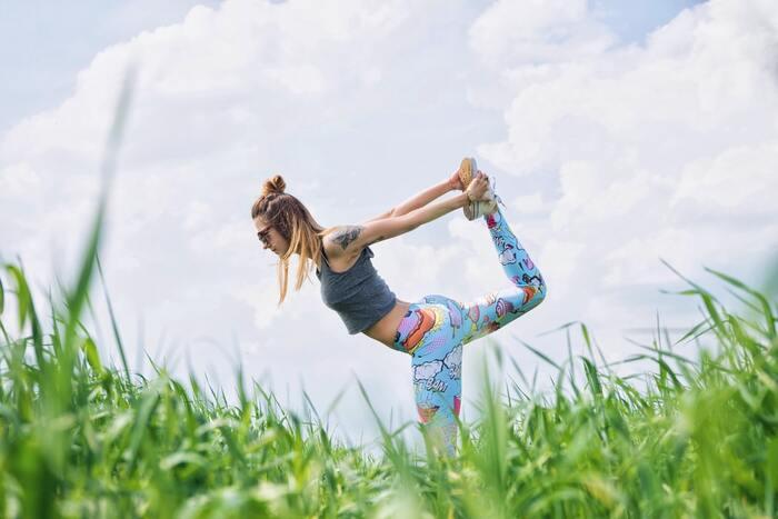太陽の光をいっぱい浴びて、セロトニンをたくさん分泌。セロトニンは自律神経へ好影響を与えるので、先ほどもお伝えしたとおり心の安定につながるほか、体内リズムをリセットしてくれます。食事や睡眠の時間に乱れがある人は特におすすめ。