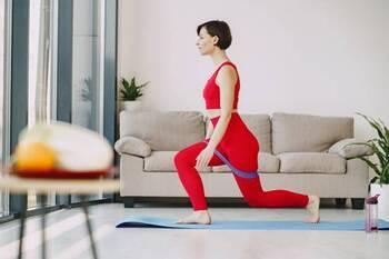 トレーニングをする時に意識したいのが、リズム運動をすること。ウォーキングやランニングなど同じ動きを繰り返すのもリズム運動です。スクワットなどのほか、ラジオ体操もいいですね。終わったら程よく汗をかいた衣服も入れて洗濯開始。朝のうちに家事もやってしまいましょう。