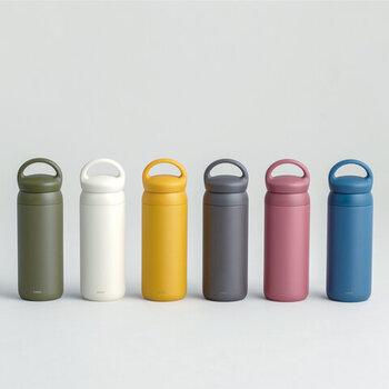 カラー展開が豊富なタンブラーを使用すれば、家族みんなが好きな色を選んで使うことが可能。食器棚などに収納したときも、収まりがよくキレイに見えるのもポイントです。360度どこからでも飲めるよう設計されているので、飲みたい時にストレスフリーで飲めるのも魅力。