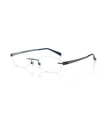 知的でクールな印象のツーポイントメガネの取り扱いも。トレンドデザインはもちろん、長く使えるシンプルなメガネも店頭やオンラインショップで手に入ります。