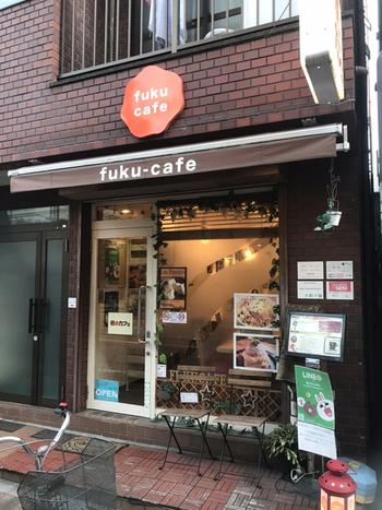 甘いもの好きなら、時にはランチにスイーツを食べたくなることもありますよね。そんな時におすすめなのが、こちらの「福カフェ」。場所は東京メトロ日比谷線・三ノ輪駅から徒歩約12分、吉原神社のすぐ近くにあります。