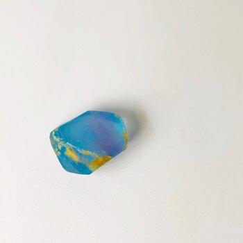 宝石石鹸をプレゼントするなら、相手の誕生石風に作ってみませんか?こちらは11月の誕生石「トパーズ」の宝石石鹸。誕生石だともらったときの喜びも倍になりそうですね♪