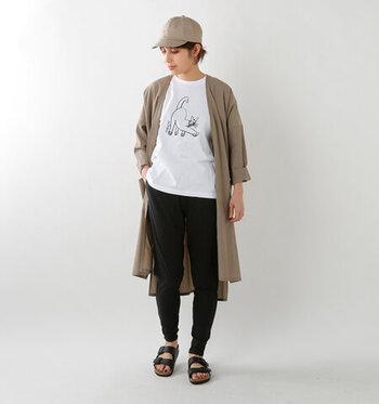 Tシャツなどと合わせるのはもちろん、ワンピースやチュニックとの重ね着にもおすすめです。さまざまな楽しみ方ができるとコーデの幅が広がりますね。