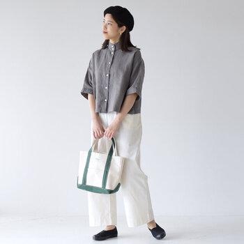 日本で長年愛されてきた靴のメーカー「ムーンスター」製で、福岡県久留米市で作られています。大人になった今、改めて国内ブランドの良さを再発見したいですね。