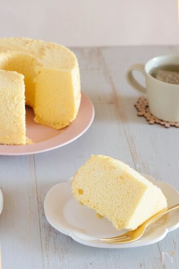 米粉を使ったグルテンフリーのシフォン。甘さ控えめで、バニラの香りがふわっと広がります。シンプルなので、生クリームやジャムなどを添えて味変するのもおすすめ!