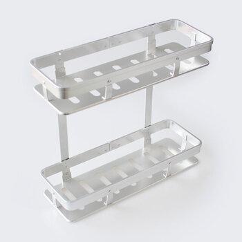 軽量で耐久性にすぐれたアルミニウム製収納ラック。メタリックな質感がクールでかっこいいですね。置いてあるだけで、キッチンがスタイリッシュな空間に生まれ変わります。