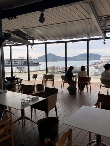 ホテルのマリーナの隣接する「SOFU CAFE(爽風カフェ)」は、大きな窓から瀬戸内海が望める気持ちの良い空間。季節や時間によって変わる海の色や風を感じながら、本格的なイタリアンを楽しみましょう。
