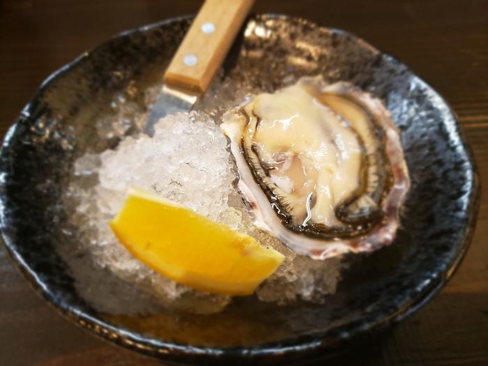 広島を訪れたら一度は食べたいのが「牡蠣」という方も多いのでは?「かき左右衛門」では、ランチもディナーも牡蠣づくしを堪能できますよ。鮮度の高いプリプリの生牡蠣が食べられるのも、地元ならでは。