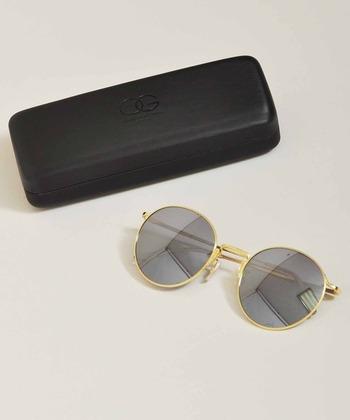 グレース・ケリーやオードリー・ヘップバーンもサングラスを愛用していた事でも有名なブランドで、先鋭的なデザインセンスでファンを魅了し続けています。