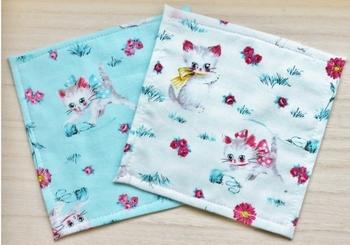 タオル生地やガーゼ生地と重ねて縫うだけで、簡単なハンカチを作ることも!好きなTシャツの柄や模様を活かせるリメイクアイデアです。サイズもお好みでOK!