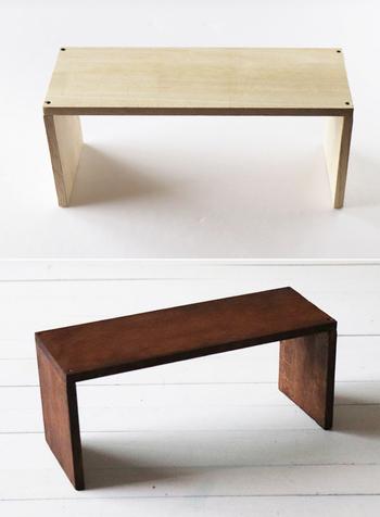 木製家具はなかなか買い換えられない場合も多いと思いますので、なるべく同じ色味の木製家具を同じ部屋にまとめて置いたり、テーブルクロスなどで目隠しをしてテイストを合わせましょう。自分でペイントしたり、カッティングシートを貼って色味を合わせるという方法もあります。