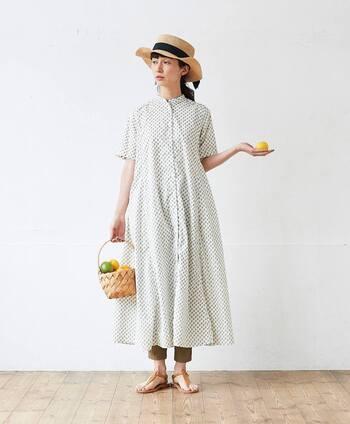 裾がふんわりと広がったフレアスカートは軽やかで女性らしさが。檸檬小紋柄が散りばめられた、爽やかで夏にぴったりのデザインです。