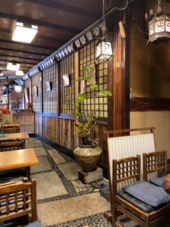 京都でハレの日のごちそうとして親しまれてきたのが鯖寿司。そんな鯖寿司の名店が、1912(明治45)年創業のいづ重です。
