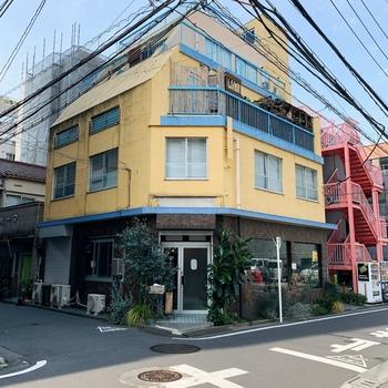 五反田駅から徒歩5分。ちょっとレトロなたたずまいの「東京豆漿生活」は台湾式の朝食がいただけるお店としてメディアでも多数紹介されているお店です。オシャレでヘルシーな朝食が食べられるとあって、女性客に大人気!朝から行列ができることもあるので早起きして出かけましょう。