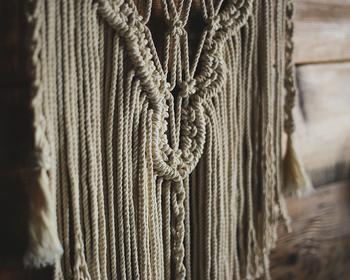 紐を編んで作ってみよう《マクラメ・ハンギングプランター》の作り方
