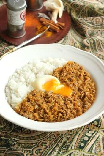 使用する食材は牛ひき肉、玉ねぎ、にんにくの3つのみ。味付けは自宅にある調味料で、作りやすく食べやすいキーマカレーです。