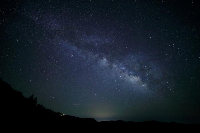大台ケ原は、星空ウオッチングスポットとしても人気があります。街燈が一切無い大台ケ原での夜は、星々が天然の街燈となります。漆黒の夜空に満天の星々が競うように煌めく様は、まるで藍色のベルベッドに宝石を散りばめたかのような美しさです。