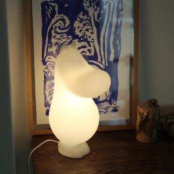 やわらかな光が特徴のムーミン型の間接照明。こちらもベッドサイドにおすすめのライトです。可愛らしいムーミンがベッドルームにさらに癒しをもたらしてくれるかも。