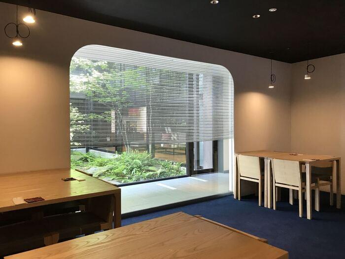 三井ガーデンホテル京都新町 別邸の1階にある「居様」。朝食とランチではおばんざいを、ディナータイムにはしゃぶしゃぶやお造り、天ぷらなどの日本料理を楽しめます。