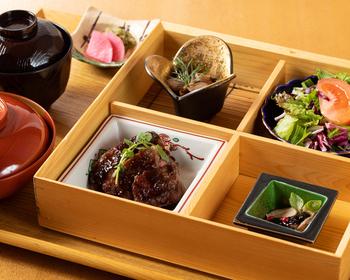気軽に楽しみたいなら、ランチがおすすめ。和牛ステーキが付いたお重の他、リーズナブルに京都牛をいただける京都牛カレーライスや京都牛ハヤシライスもあります。