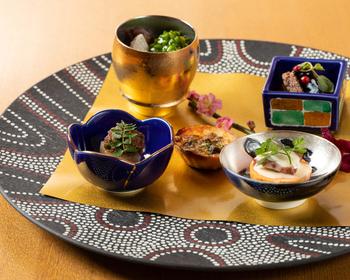 食材はもちろん、器もこだわって選ばれています。繊細でありながらモダンな盛り付けにも注目したいですね。