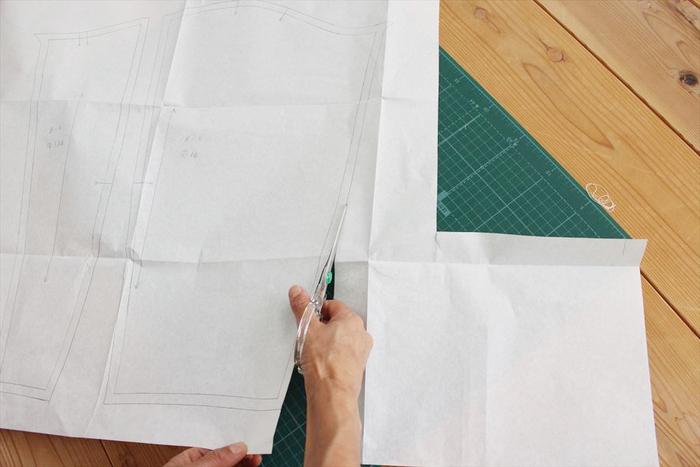 無料で壁紙が公開されています。「もっと丈を長くしたい」なんていうときは、手持ちの服でサイズを図ると仕上がり寸法がわかりますよ。