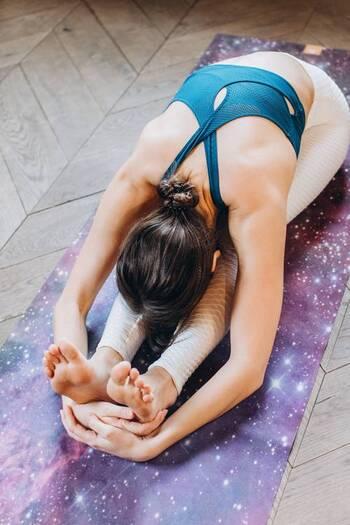 もともと運動をしている人も、肩甲骨まわりが凝り固まるとパフォーマンスの低下に繋がると言われています。肩甲骨の柔軟性は誰にとっても重要なポイントと言えるでしょう。