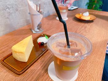チーズケーキやプリンなどのスイーツも充実。控えめな甘さで、コーヒーの味を邪魔しないように作られていることが伝わってきます。主役はあくまでもコーヒー。コーヒー好きの方が何度も訪れるのも納得です。