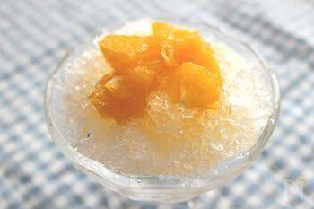 【主なシロップ材料】オレンジ・砂糖・レモン汁 【使う調理器具】電子レンジ  オレンジは通年で手に入る美味しい果物です。オレンジ果汁をレンジ加熱して作る簡単レシピなので、思い立ったらすぐに作れます。果肉は小さめにカットすると、食べやすく、かき氷とも馴染みやすくなります。