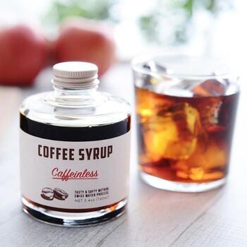 カフェインを99.9%取り除いた、カフェインレスのコーヒーシロップ。牛乳や投入と混ぜるだけで、簡にカフェインレスのカフェオレが完成します。アイスクリームやパンケーキに掛けたり、手作りのティラミスに活用するのもおすすめ。やさしい甘さもあるので、子どもと一緒に味わってもOKです。