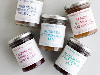 ロンドンで良質な素材と少量生産にこだわって作られている、「ロンドンボローオブジャム」。フルーツ×スパイス×ハーブの絶妙なコンビネーションは、まるで魔法のようなフレーバーに仕上がります。フルーツに意外性のあるスパイスやハーブを組み合わせることで、フルーツ本来の味や香りがより引き立つんです。