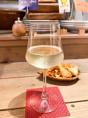 意外に思うかもしれませんが、こちらのお店でおすすめしているのはワインとのペアリング。オーナーソムリエが厳選した自然派ワインとのマリアージュを楽しんでみてくださいね。