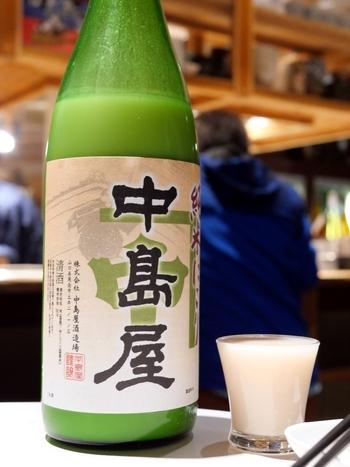 軽く飲みたいときから濃厚な熟成酒まで幅広いラインナップで、日本酒ビギナーさんも通の方も満足できると評判。迷ったらスタッフの方に相談しながら選んでみてくださいね。