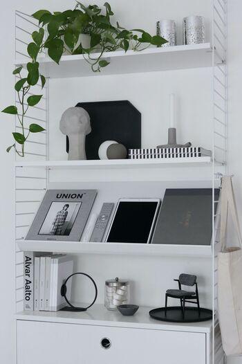 「買ってから飾る場所を考える」習慣がついている人は要注意!一目惚れしたアイテムやプチプラ雑貨などはついつい買ってしまいたくなりますが、できれば「飾る場所を用意してから購入する」のがベストです。飾り棚を用意しておいたり、棚の上を空けておくなどの準備をしておけば、お部屋に合わないものを買うことも少なく、すぐ飾ることもできて一石二鳥!