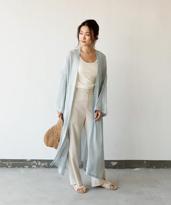 シースルーカーディガンは、トレンドアイテムでもあるので、シンプルな着こなしでもセンス良くオシャレなコーデが楽しめますよ。