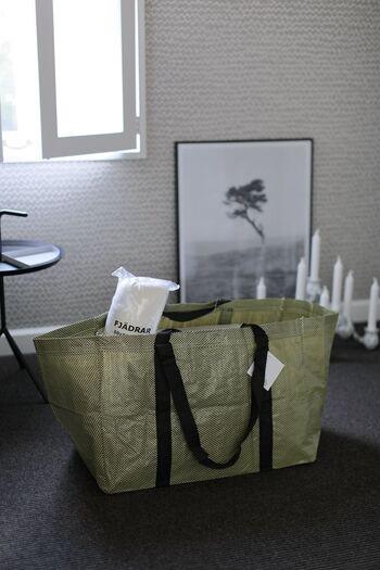HAYとIKEAのコラボ、YPPERLIG(イッペルリグ)コレクションのバッグ。お買い物からアウトドアまで使いやすそうな大きなバッグです。 HAYはコラボアイテムもたくさんあるので、限定品が出たらチェックするファンも多いようです。