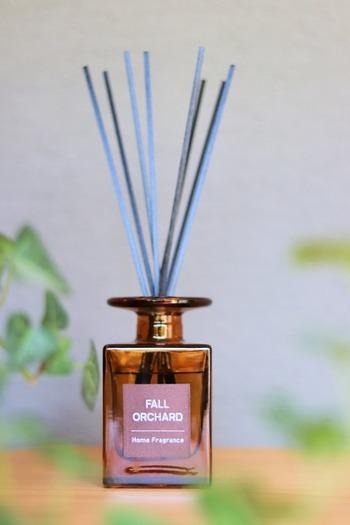 ニトリはアロマディフューザーも人気!アンティーク風のアンバーカラーのボトルは、置いているだけでもおしゃれ。120ml入って約5週間香りが楽しめます。ふんわりと程よく香りが広がると評判のアイテムです。