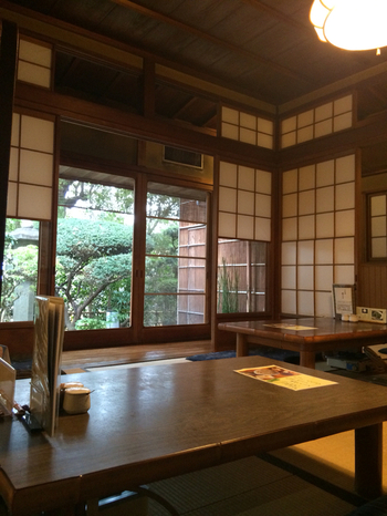 金閣寺店は築100年の古民家を改装。京都らしい風情を感じられますよ。