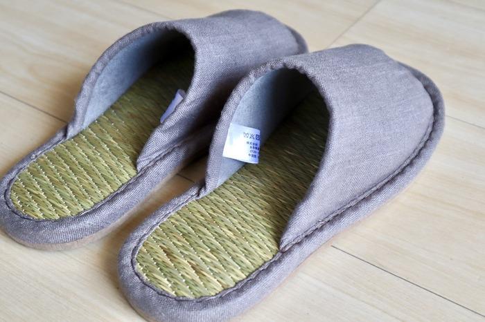前開きなので涼しく、素足で履いても蒸れにくいのが高ポイント!夏の暮らしが快適になりそうです。