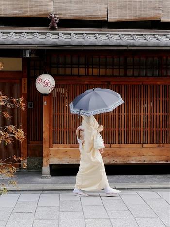 今回は、京都の定番グルメが味わえる名店をジャンル別にご紹介。人気観光スポットからのアクセスも良く、京都らしい風情のあるお店を厳選しましたので、大人の京都旅に最適ですよ。
