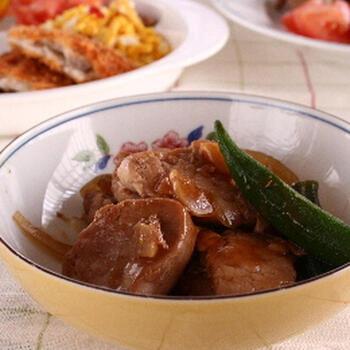 脂を落とすため、煮込むのに時間が必要な豚バラと違い、豚ヒレを使った煮豚は短時間で美味しく作れます。ちょっと疲れた日、しっかりご飯を食べたい時におすすめです。濃いめの味付けと、豚肉のビタミンBが疲労を回復してくれます。