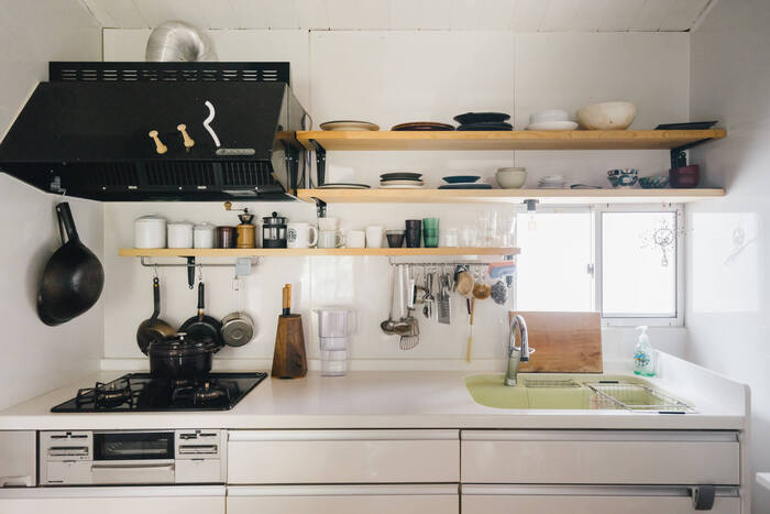 おしゃれキッチンの基本。「キッチンツールの吊り下げ収納」をマスターしよう*