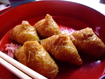 甘くてじゅわっと美味しい「いなり寿司(おいなりさん)」の作り方&アレンジレシピ