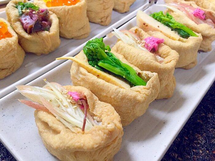 春ならば、菜の花やたけのこ、桜など…季節ごとの野菜や彩り食材で飾るいなり寿司は、美しくて味わい深いですね。さりげないけれど、とても贅沢なお寿司です。