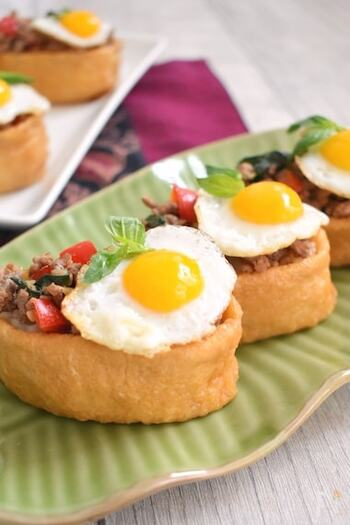 エスニックなガパオライスをいなり寿司に変身させた楽しい一品。肉のガツンとした美味しさも、お揚げによく合います。うずらの卵が鮮やかなポイントになりますね。