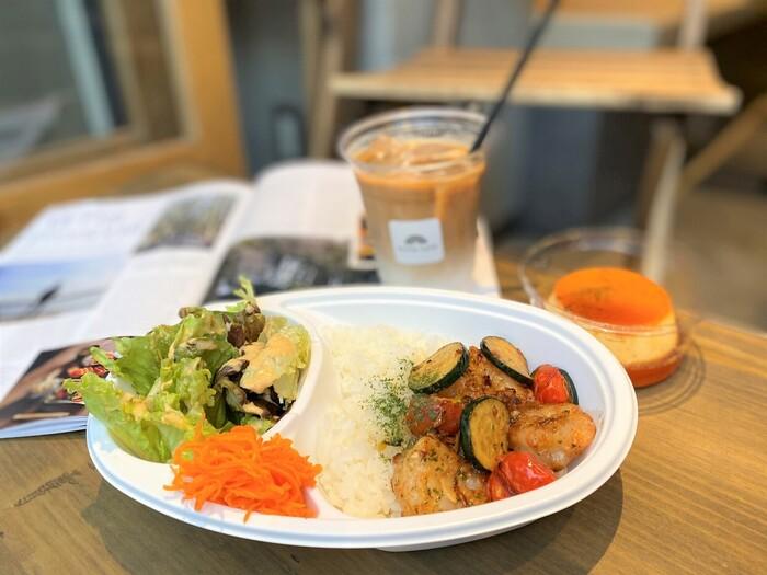 地下鉄半蔵門線の住吉駅からすぐのところにある「NIJIYA CAFE(ニジヤカフェ)」は、普段なかなか予約が取れない人気店ですが、テイクアウトなら予約なしでお店の味を気軽に楽しめますよ。